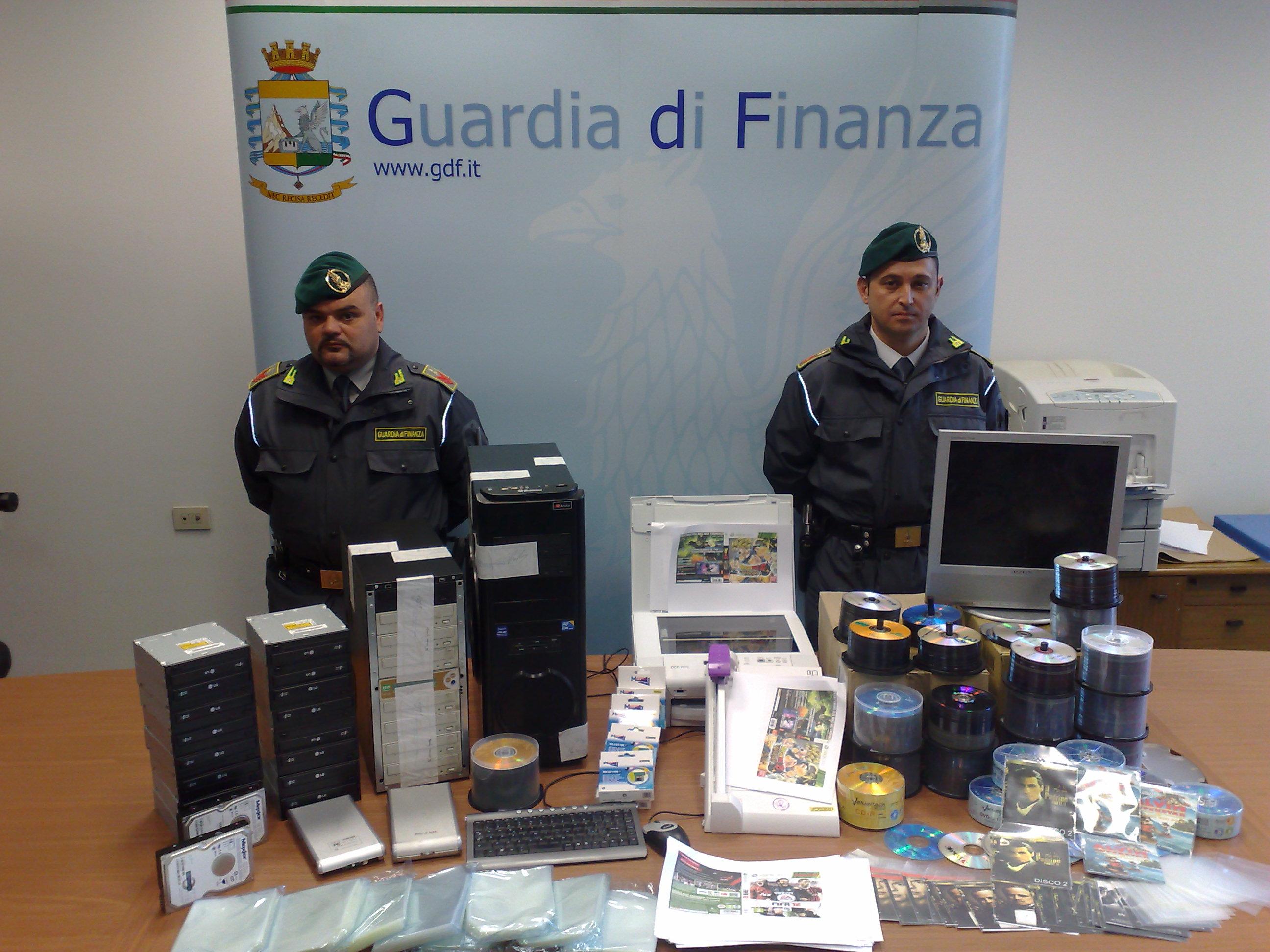 Sequestro di abbigliamento contraffatto, la Guardia di Finanza li dona in beneficenza