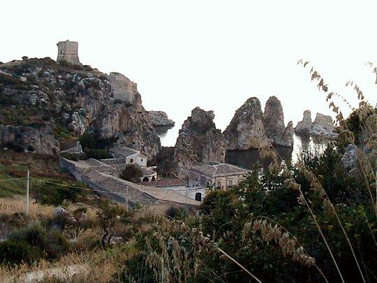 Accesso ai faraglioni di Scopello, il comune di Castellammare nomina un legale