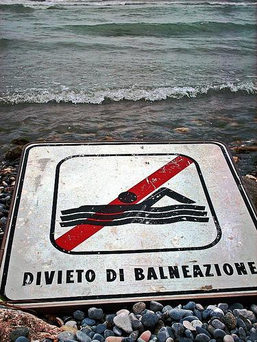 Acque inquinate a Termini Imerese, la capitaneria chiede il divieto di balneazione, il Comune non interviene
