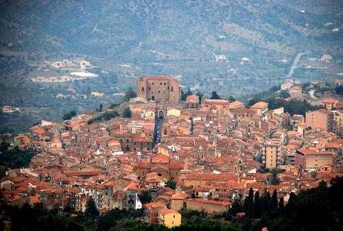 """Castelbuono, al Chiostro """"Magaria"""" con Marco Manera"""