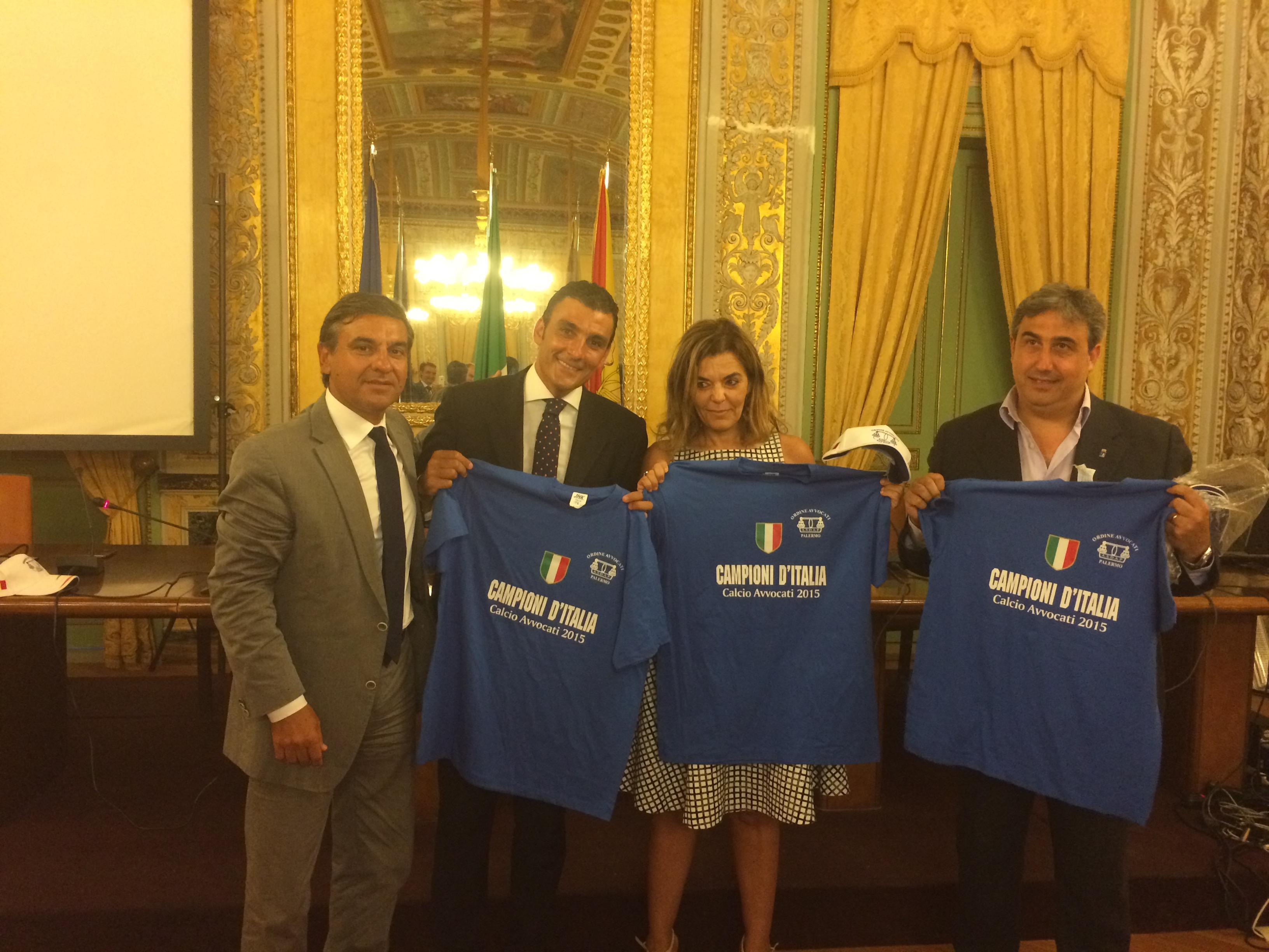 Calcio, Tamajo e Li Calzi premiano la rappresentativa dell'ordine degli avvocati