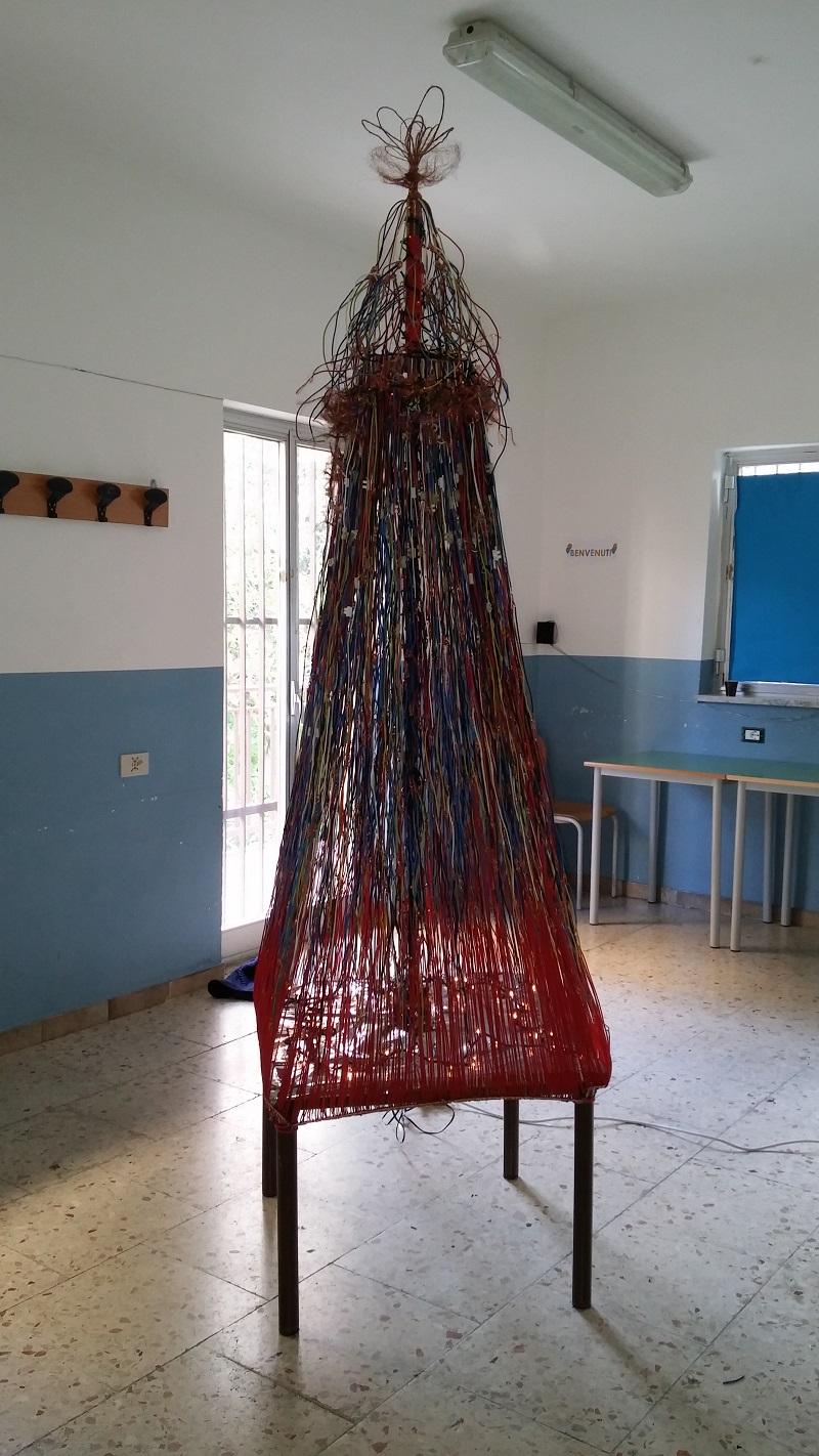 Cerda, gli studenti dello Stenio realizzano l'albero. Manifestazione con Biagio Conte