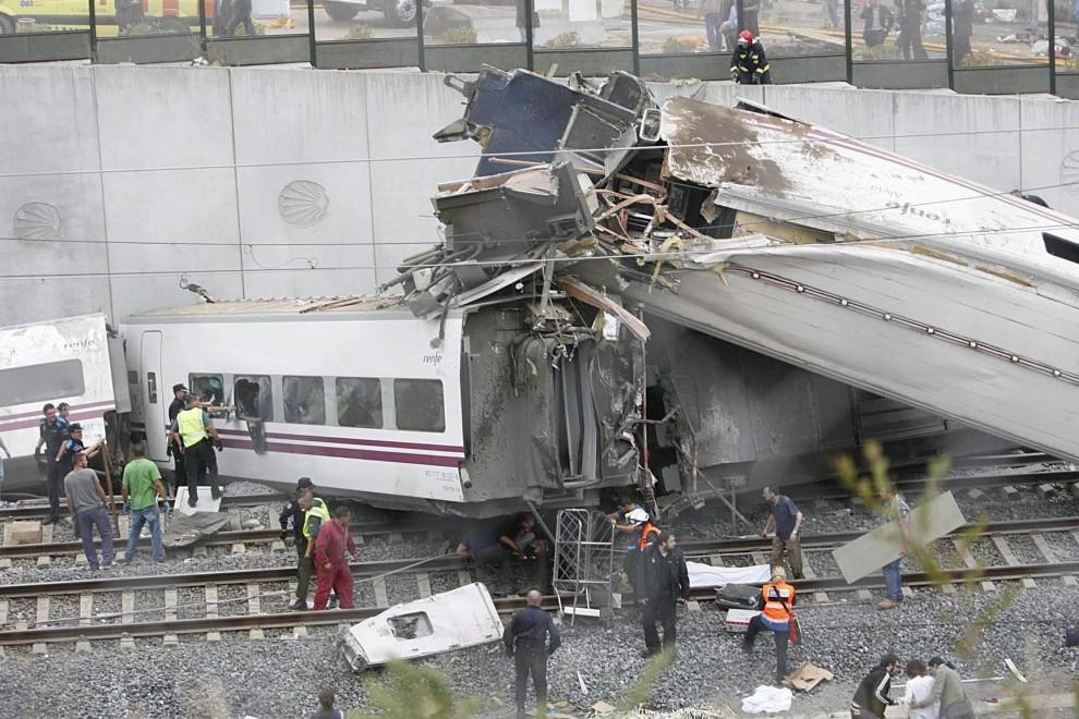 Deraglia treno in Spagna, quasi 100 i morti