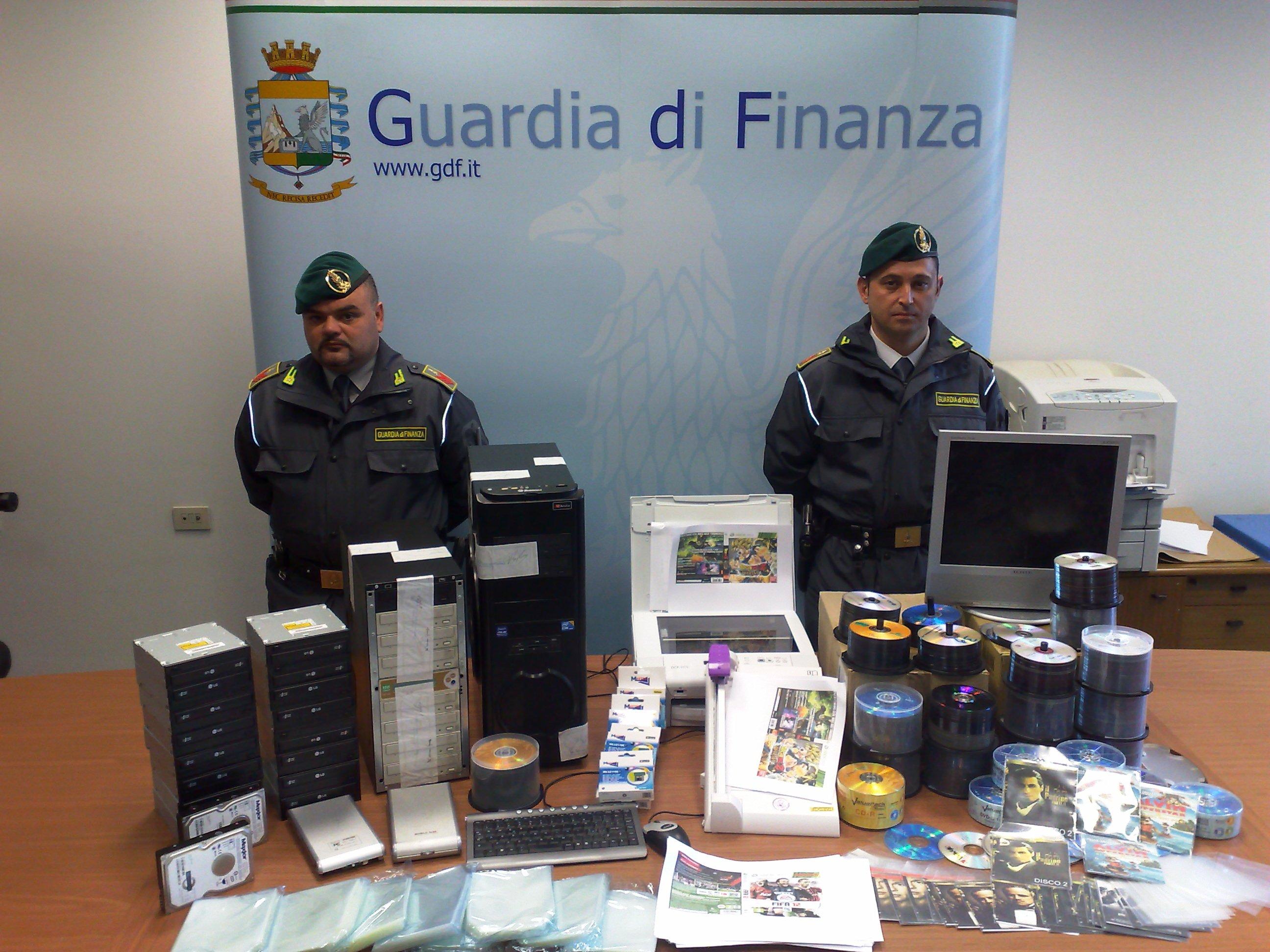 Guardia di Finanza, lotta alla pirateria, sequestrati cd e dvd