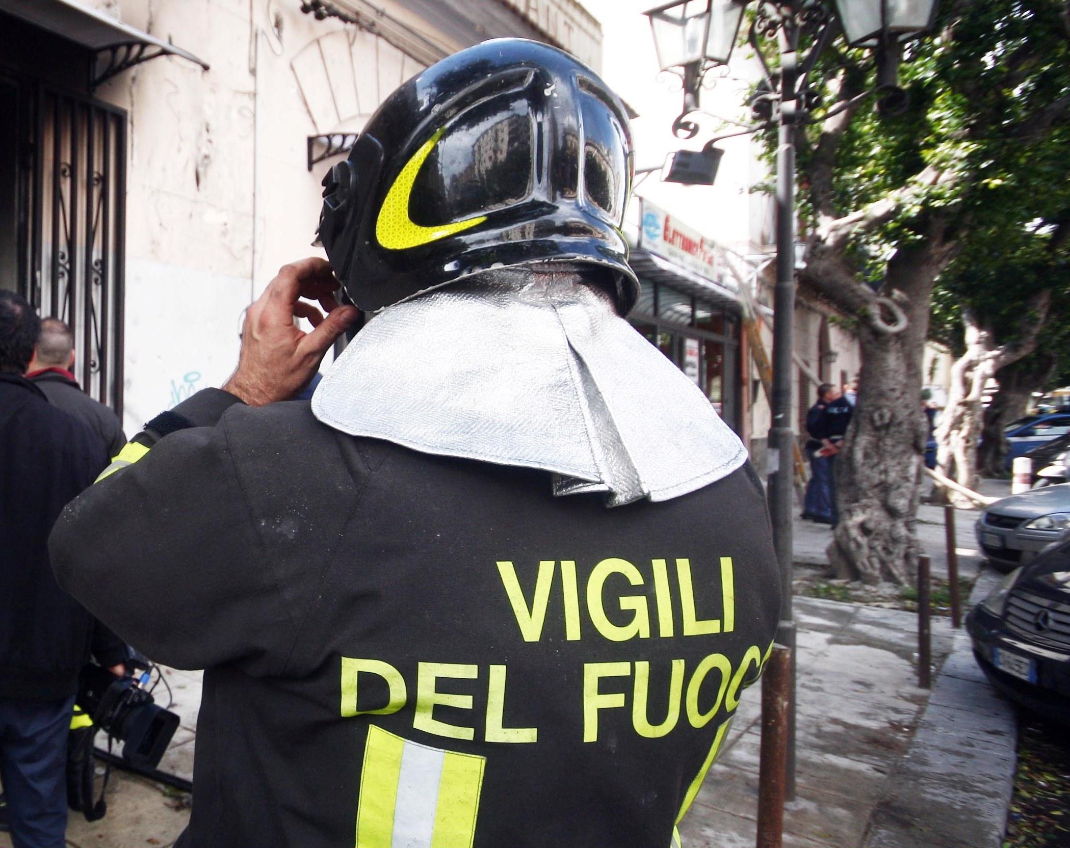 Cerda, un incendio di una stufa distrugge un appartamento: salvi due anziani