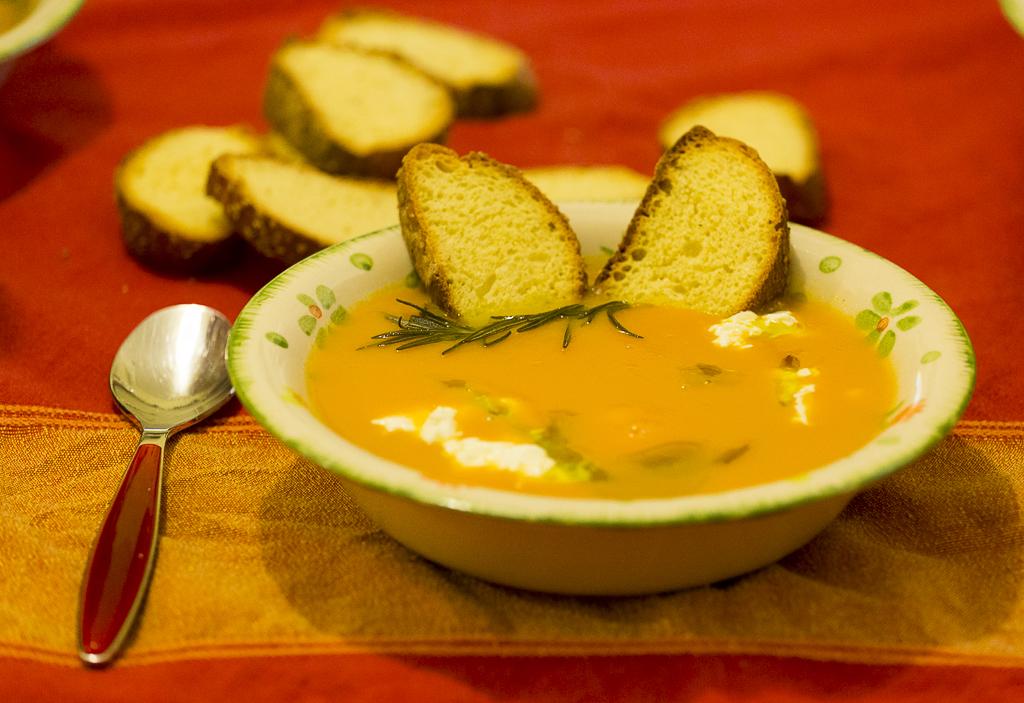 Vellutata di zucche e carote, riscaldarsi con gusto