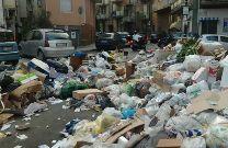 Emergenza rifiuti a Boccadifalco, i residenti bloccano la strada