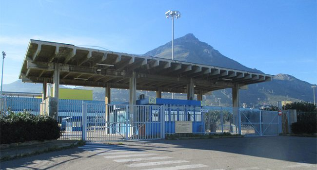 Termini Imerese, gli operai della Fiat bloccano i binari della stazione