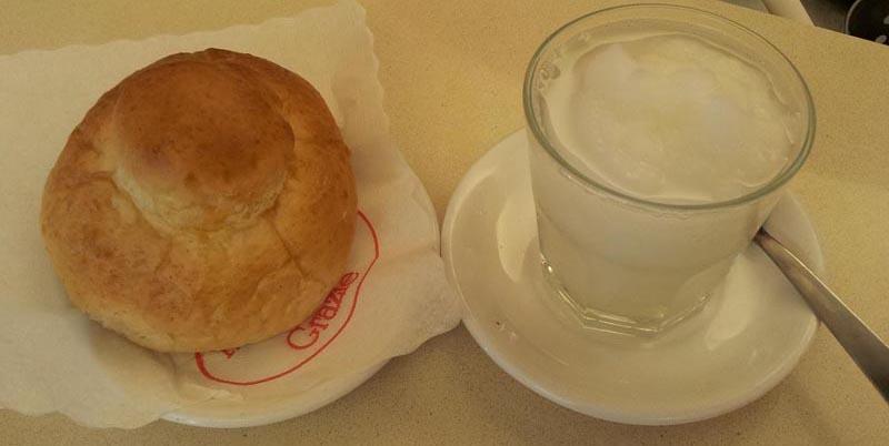 Colazione alla siciliana: Granita e brioche