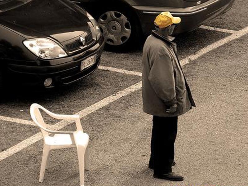 """Tre euro per parcheggiare alla """"Cala"""", identificati 5 posteggiatori abusivi"""