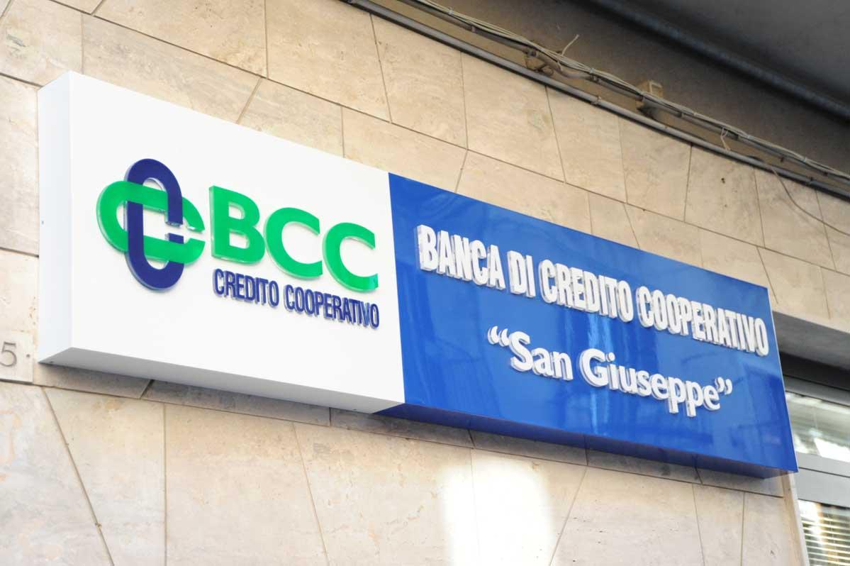 Collesano, due ladri a volto scoperto rapinano la BCC
