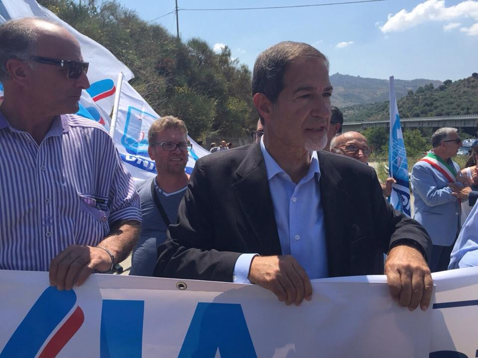 """Scillato, sit-in di protesta dell'UGL: """"governo regionale e nazionale incapaci di affrontare l'emergenza"""""""