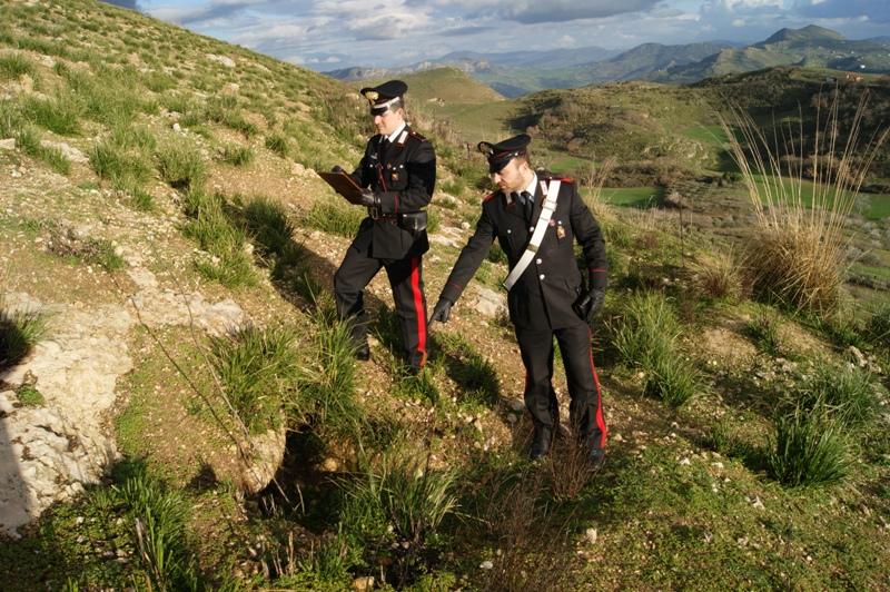 Baucina, ricerche non autorizzate nella Necropoli, deferiti in 5
