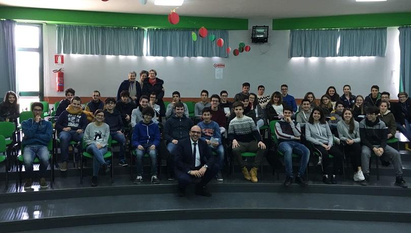 """Castelbuono, il sindaco fa il """"prof"""": lezione agli studenti per l'alternanza scuola/lavoro"""