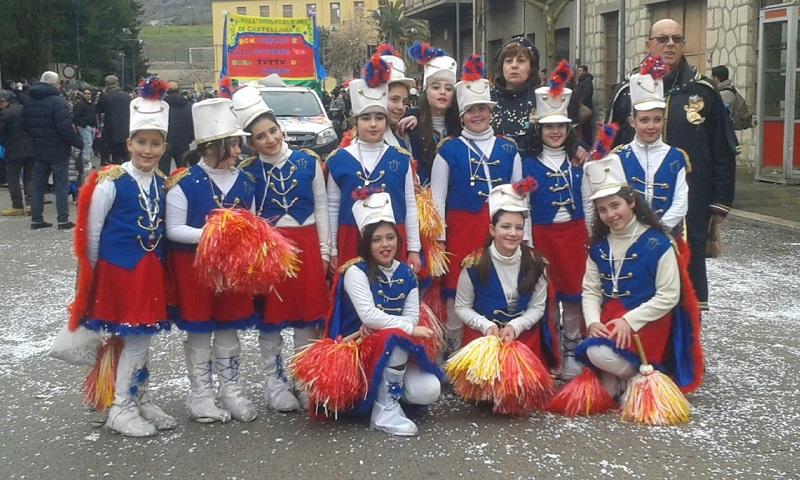 L'italia che non va in Russia, Zeus, gli sceicchi: a Castellana sfilano i carri di Carnevale