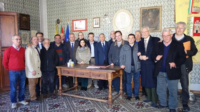 Nasce l'Unione dei Comuni della Madonie: la firma dei sindaci a Petralia Soprana