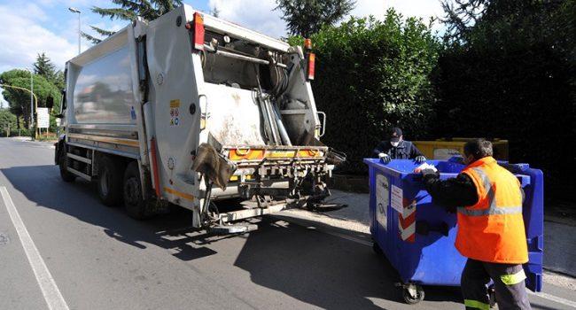"""Termini, lotta """"agli sporcaccioni"""": Polizia Municipale contro i furbetti dei rifiuti"""