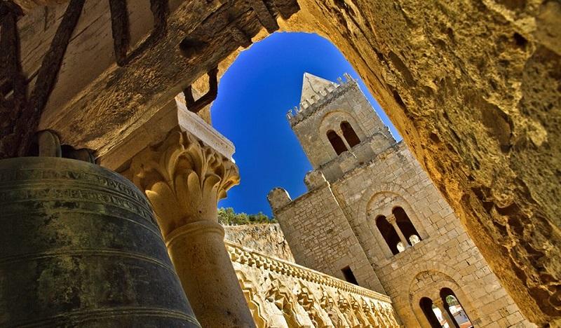 Lavorare nei siti Unesco, ma a pagamento: il bando che scatena le polemiche