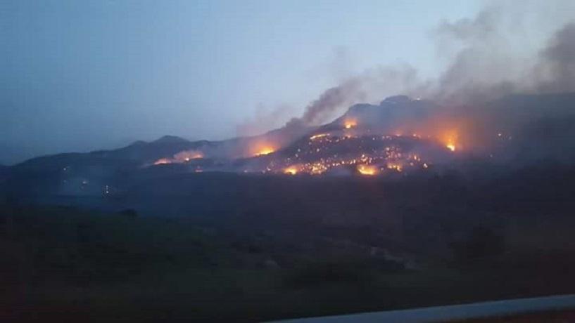 Bruciano le Madonie fra Pollina, Finale e Gratteri, vasto incendio nel Palermitano