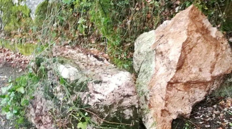 Cefalù, si staccano massi dalla Rocca per la pioggia e il maltempo