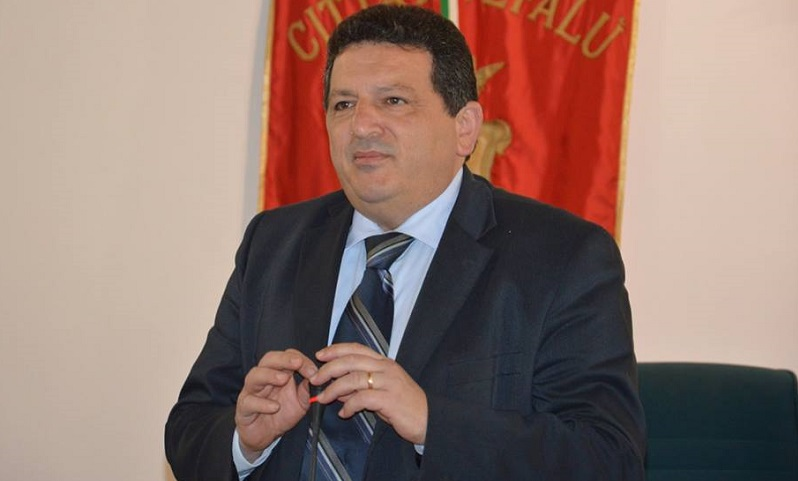 Cefalù, revocato l'obbligo di firma al sindaco Rosario Lapunzina