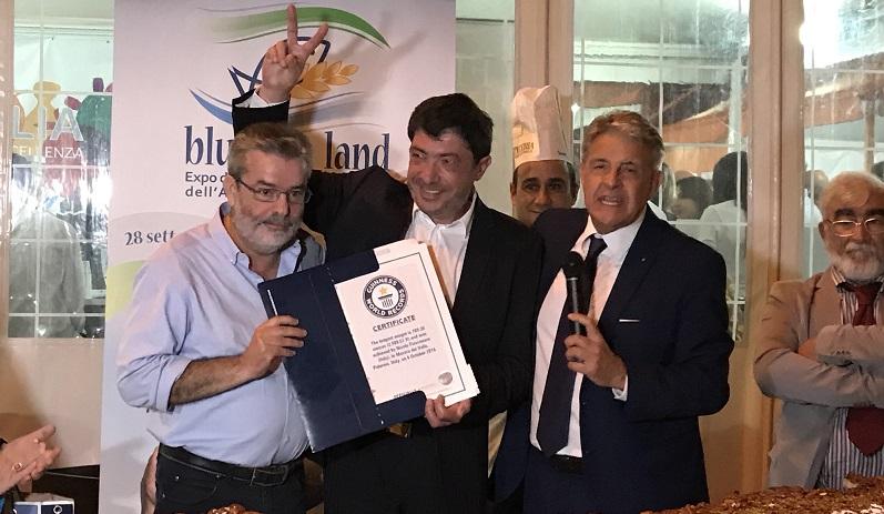 La cubbaita più lunga del mondo: consegnato a Fiasconaro il Guinnes World Record