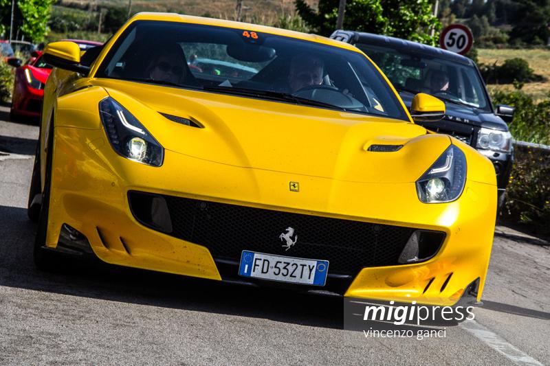 """A Termini rombano i motori delle Ferrari: il raduno del club """"Gilles Villeneuve"""""""