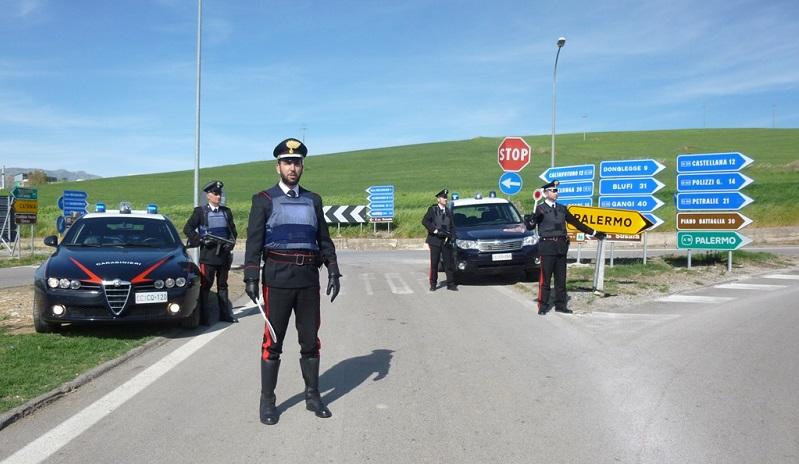 Forza posto di blocco dei carabinieri, arrestato un giovane di Castellana Sicula
