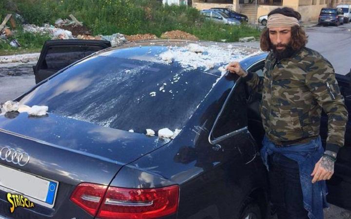Palermo, aggressione alla troupe di Striscia la Notizia: spari sull'auto di Brumotti