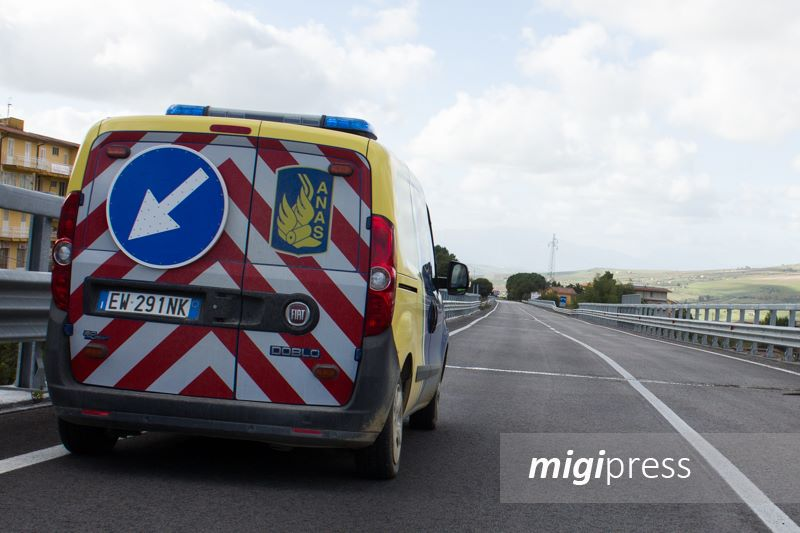 Tir si ribalta, code e disagi sull'autostrada Palermo-Catania