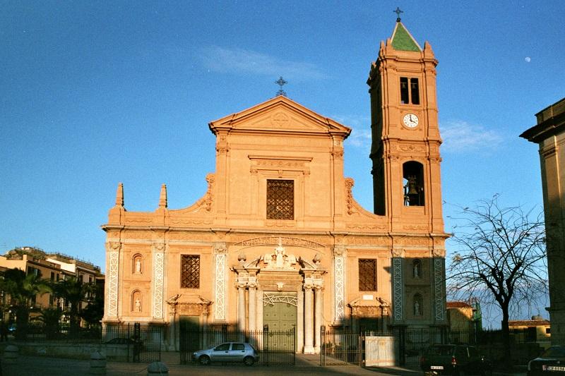 Termini, pubblicati i bandi per l'affidamento del chiosco in piazza Duomo e dei bagni