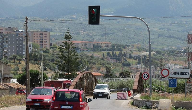 Termini, via ai lavori sul ponte Leonardo: traffico deviato su una struttura provvisoria