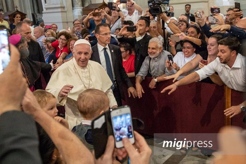 """Papa Francesco, il suo saluto alla Sicilia: """"Ai giovani dico, il futuro è nelle vostre mani"""""""