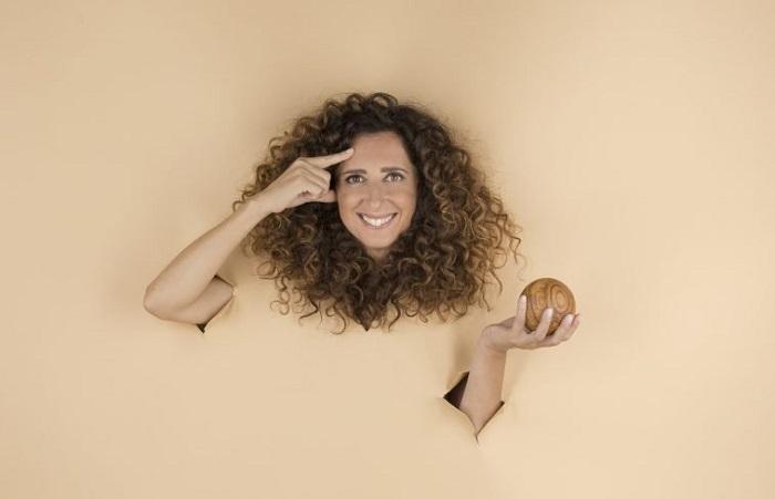 """Teresa Mannino (madonita per un quarto), torna a teatro: c'è """"Sento la terra girare"""""""