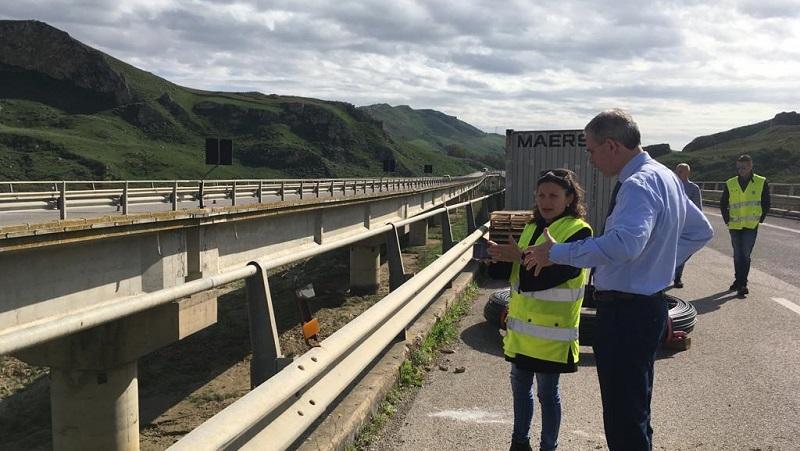 A19, mezzi pesanti deviati sulla provinciale 121. A fine mese riaprono tre viadotti chiusi