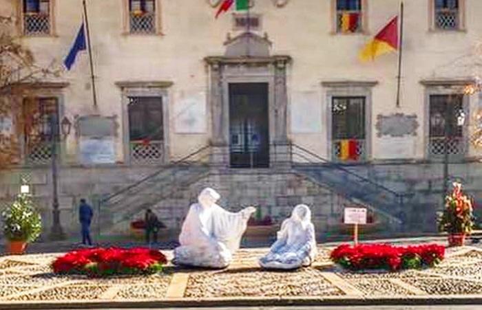 Termini Imerese, i privati addobbano piazza Duomo