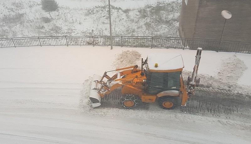 """Continua a nevicare, viabilità in ginocchio: """"Usate l'auto solo per emergenze"""""""
