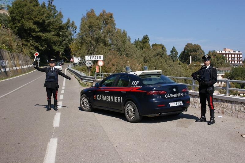 Cefalù, hashish e cocaina in auto: in quattro finiscono in manette