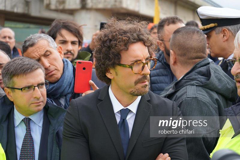 Toninelli arriva in Sicilia e promette il raddoppio della Palermo-Catania