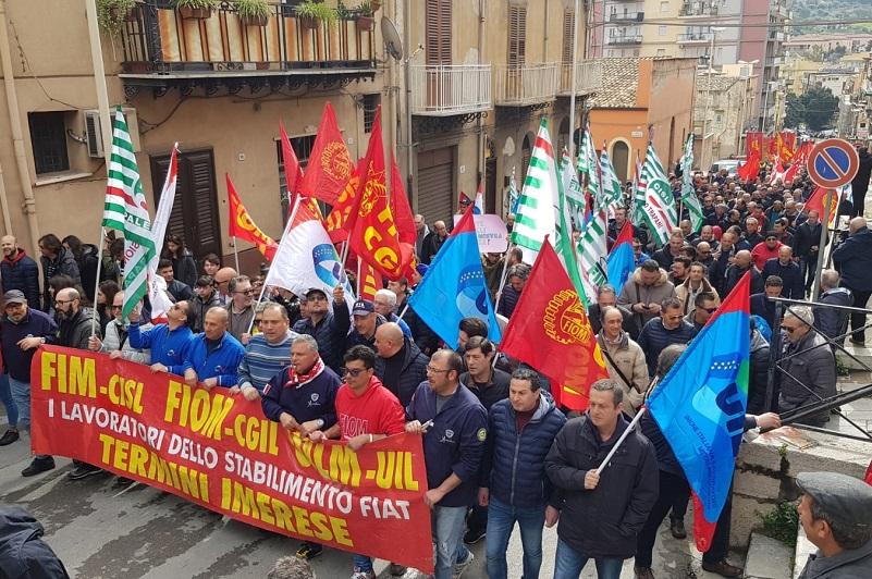 I lavoratori di Blutec partono stanotte per Roma, domani sit in al Ministero