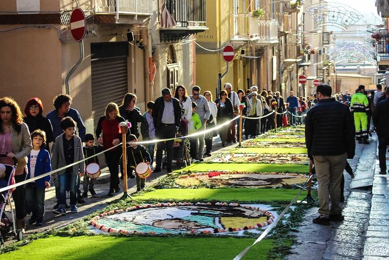 Un tappeto di fiori: l'Infiorata Termitana festeggia dieci anni