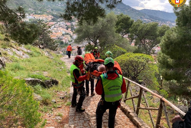 Sviene durante gita allo Zingaro, salvata dal Soccorso alpino Palermo-Madonie