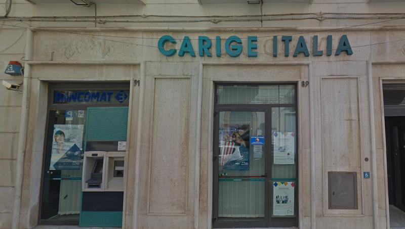 A volto scoperto e armati di taglierino: rapina alla Banca Carige di Termini