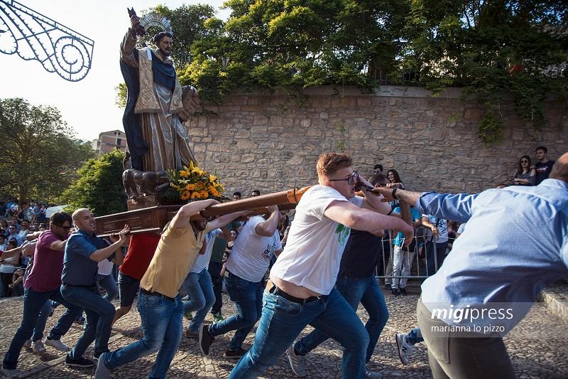 """""""A cursa ri Santi"""" continua grazie alla presenza di tanti giovani – LE FOTO"""