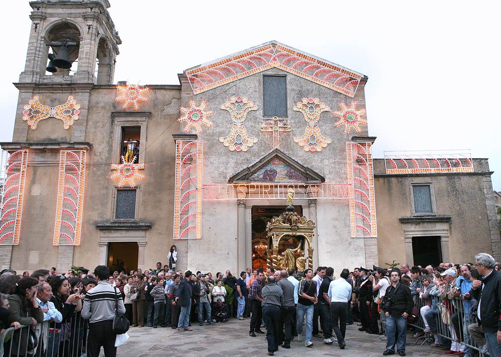 """A Gangi da 4 secoli si rinnova il culto dello Spirito Santo con """"A cursa ri Santi"""""""