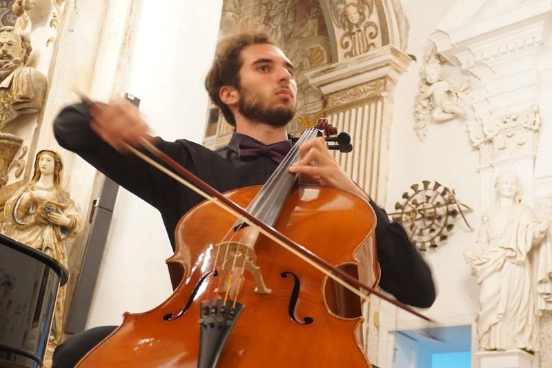 Gabriele Maria Ferrante e il suo violoncello incantano Isnello