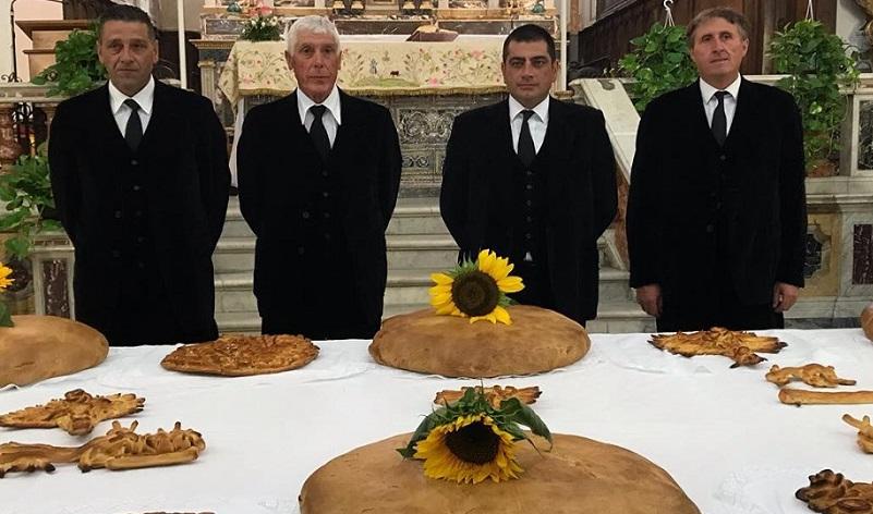 """Dalla """"stravola"""" al pane da 12 chili, ecco la storia della Festa dei Burgisi"""