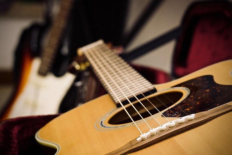 Da Lucio Battisti a Jovanotti o Vasco Rossi: tutti pazzi per la chitarra