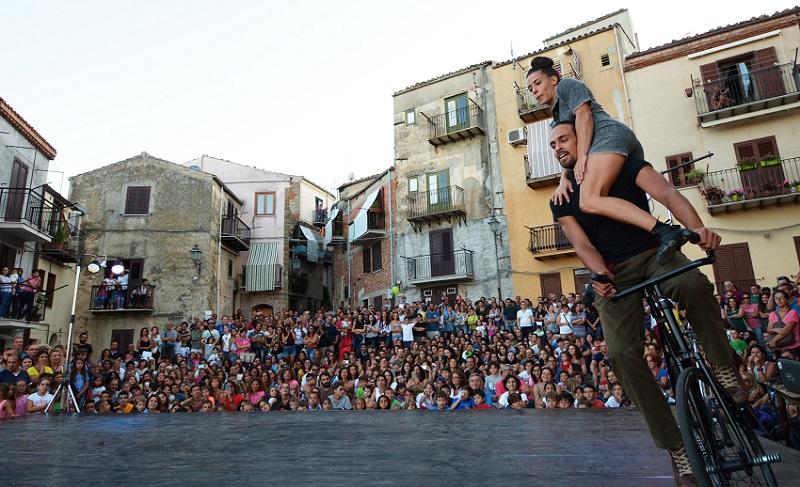 Le strade del centro diventano un circo: torna il Valdemone Festival