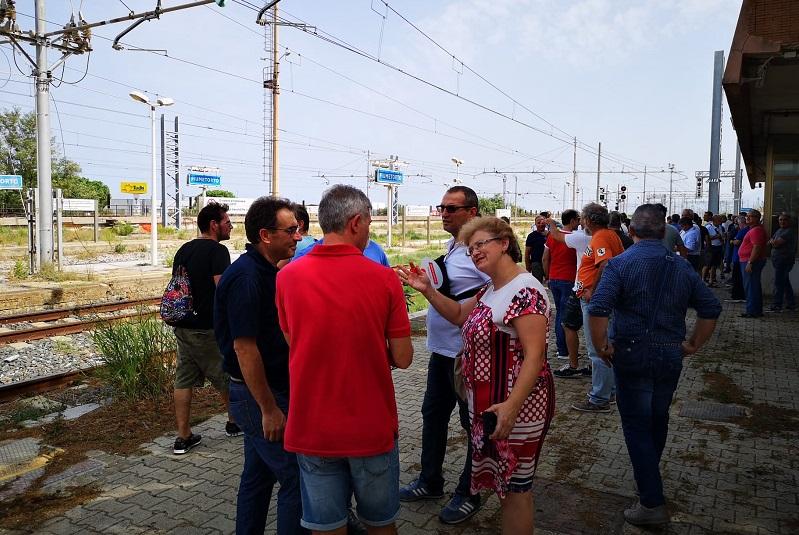 Blutec, i lavoratori occupano la stazione di Fiumetorto